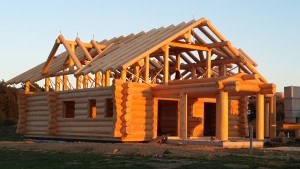 Деревянные дома ручной рубки из бревна и лафета